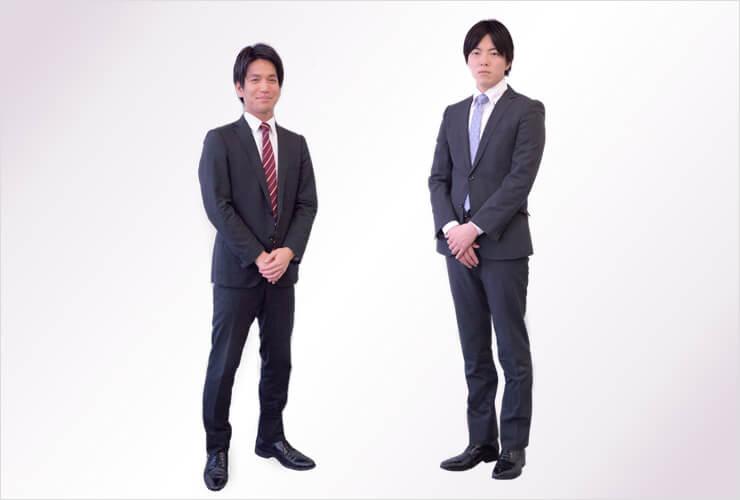 転職時の面接で着るスーツを着用した男性2人