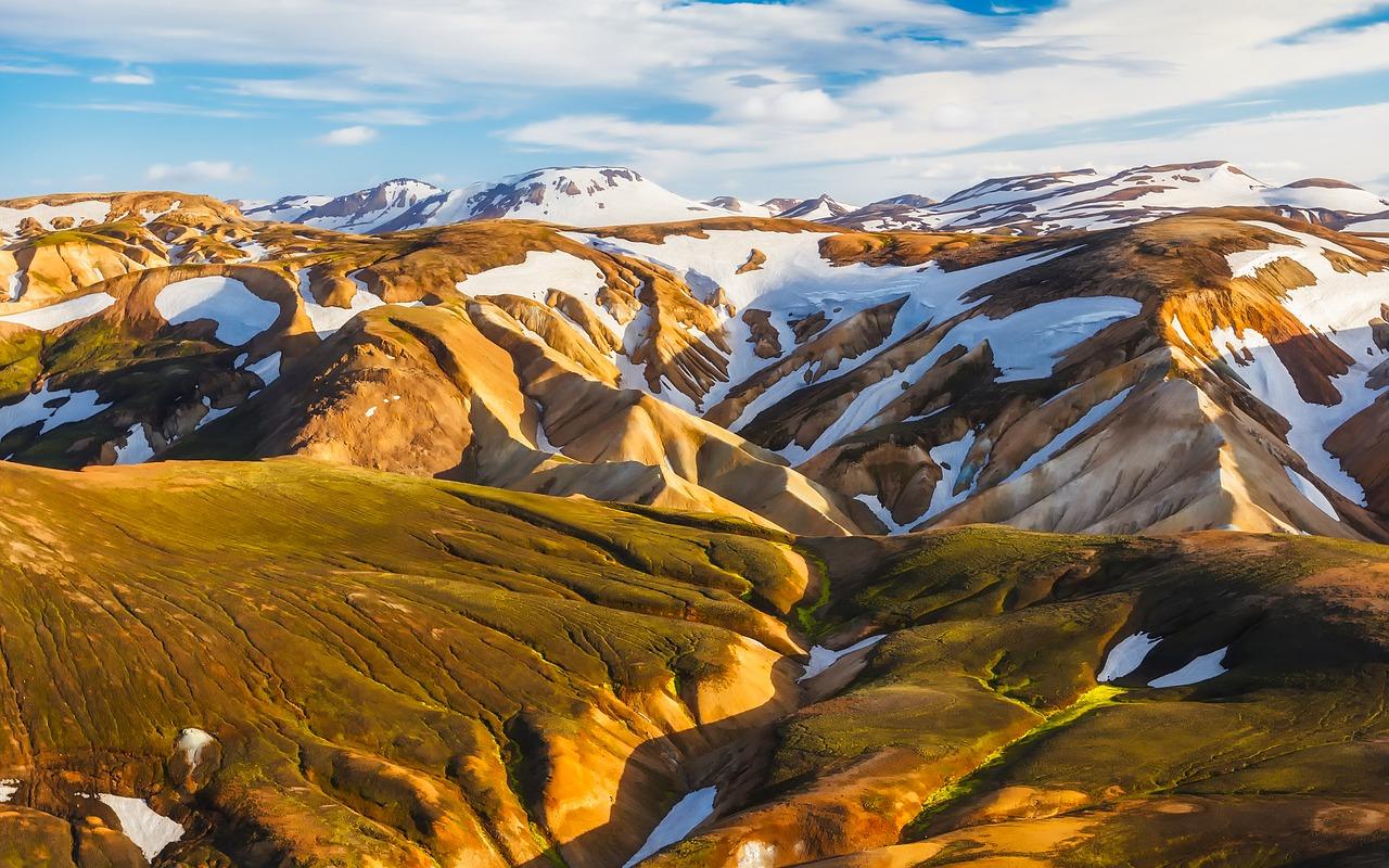 spring iceland mountains
